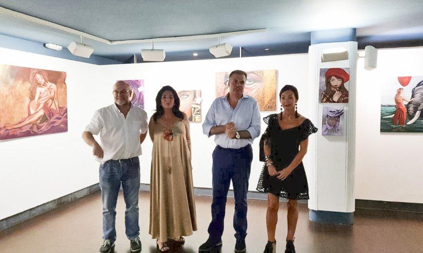 Inaugurada La Exposición De La Pintora Arantza Salegi 'Paseando Mis Sentimientos'